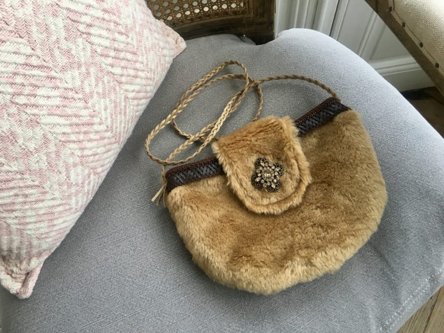 mini sac en fausse fourrure pour fra ches journ es et soir es d 39 hiver l 39 atelier des cousettes. Black Bedroom Furniture Sets. Home Design Ideas